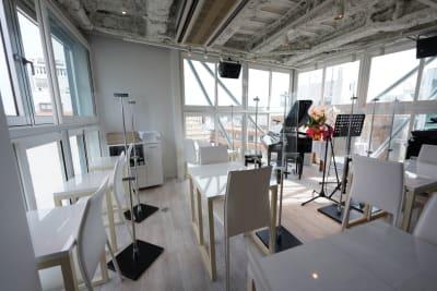 歌声ピアノサロンメロディー ピアノサロンメロディーの室内の写真