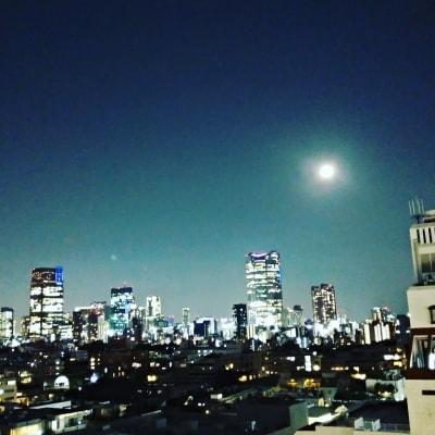 夜景がすごくきれいです - 歌声ピアノサロンメロディー ピアノサロンメロディーの室内の写真