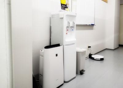 空気清浄機・ウォーターサーバー - OMO|オモ【三宮本通店】 【1席分】コワーキングスペース1の設備の写真