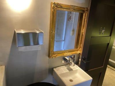 美しいデザインの洗面台で洗練されたトイレ空間 - 神保町駅徒歩1分イベントスペース 様々なパーティー、イベントに最適の設備の写真