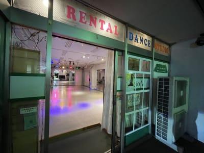 スタジオM  第2 京成稲毛駅前 ダンスレンタルスタジオ【夜用】の入口の写真