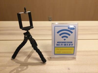 専用WIFIとスマホスタンド用意してます - レンタルルーム 馬車道茶会室 会議室 瞑想 テレワークの室内の写真