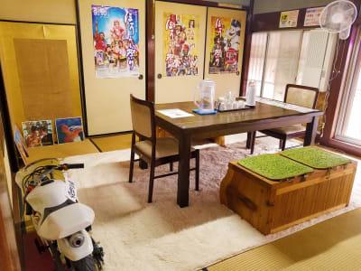 小上がりもあります - ラーメン食堂996鶴来店 シェアハウス、シェア店舗、の室内の写真