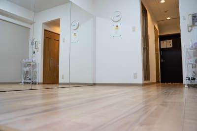 幅2.7m×高さ1.8mの大鏡です。 - 静岡レンタルスタジオコロン レンタルスタジオの室内の写真