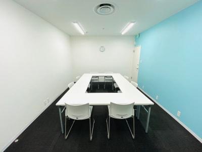 シェアオフィスURL セミナールームの室内の写真
