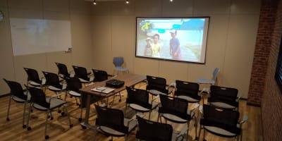 配置例(シアター) - NEKTON OFUNA 会議室(P3)の室内の写真