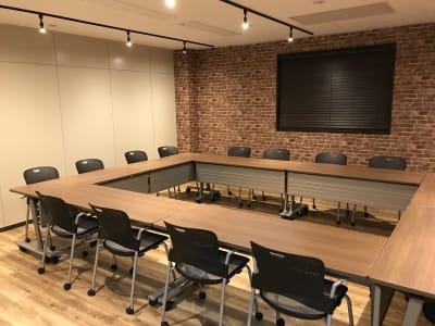 配置例(ロの字) - NEKTON OFUNA 会議室(P3)の室内の写真