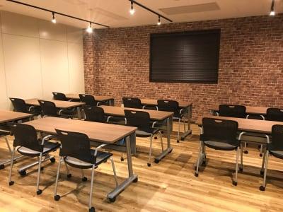 配置例(スタディ) - NEKTON OFUNA 会議室(P3)の室内の写真
