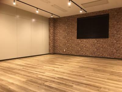 配置例(スタジオ) - NEKTON OFUNA 会議室(P3)の室内の写真