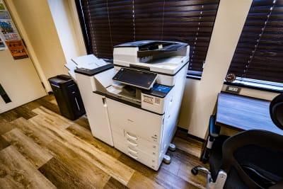 レーザープリンター スキャナー モノクロ10円 カラー30円 - NEKTON OFUNA 会議室(P3)の設備の写真