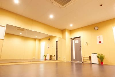 改装したばかりの室内! - レンタルスタジオアルル難波店 ダンスができるレンタルスタジオの室内の写真