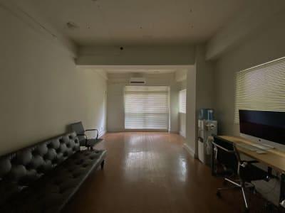 昼間にブラインドしたときの暗さ - 西麻布スタジオ 六本木ヒルズ前 レンタルスタジオ&ワークスペースの室内の写真