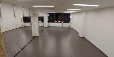 入口からの写真です。 - ひのまるスタジオ天神北 大ホール ヨガ・ピラティス特化型の室内の写真