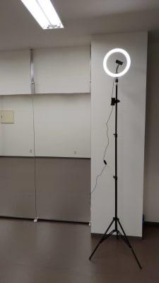 動画撮影キット2m以上の高さから撮影可能です。 - ひのまるスタジオ天神北 大ホール ヨガ・ピラティス特化型の設備の写真