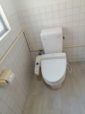 男女兼用のトイレです。 - ひのまるスタジオ天神北 大ホール ヨガ・ピラティス特化型の設備の写真