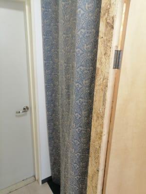 更衣室の入口です。 - ひのまるスタジオ天神北 大ホール ヨガ・ピラティス特化型の設備の写真