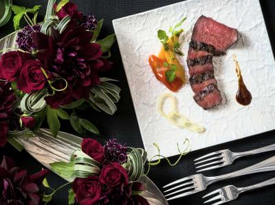 フレンチフルコースや和洋折衷、日本料理会席などご予算に合わせてご用意可能です - KKR HOTEL HAKATA おしゃれな中規模会場【レグルス】の設備の写真
