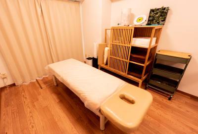 施術者の視点で作られた、最高の施術空間です。 - simple三鷹 施術専用レンタルサロンの室内の写真