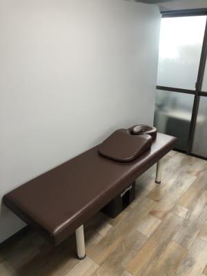 松川接骨院 施術スペース左の室内の写真
