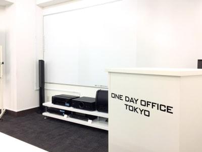 【オンラインセミナー会場】代々木駅から徒歩30秒!新宿、渋谷からのアクセスも抜群の清潔感溢れる低価格セミナー会場・会議室 - ONE DAY OFFICE TOKYO 【代々木・新宿】激安 貸会議室の室内の写真