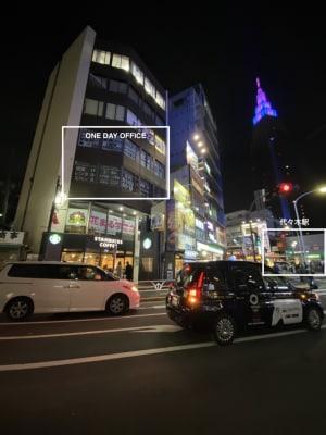 【オンラインセミナー会場】代々木駅から徒歩30秒!新宿、渋谷からのアクセスも抜群の清潔感溢れる低価格セミナー会場・会議室 - ONE DAY OFFICE TOKYO 【代々木・新宿】激安 貸会議室の外観の写真