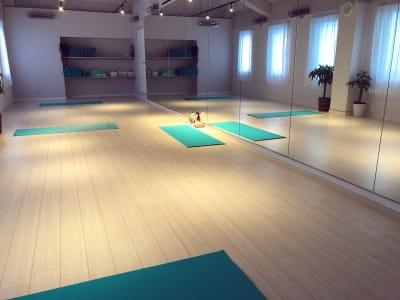 スタジオ内 - ヨガスタジオ ミー 赤坂大名エリア!レンタルスタジオの室内の写真