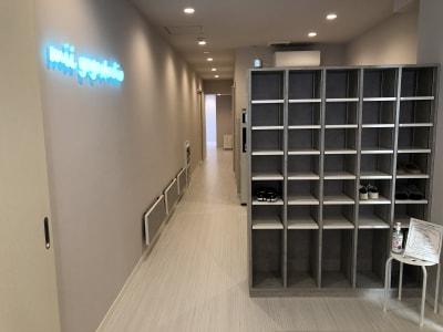 靴箱・廊下 - ヨガスタジオ ミー 赤坂大名エリア!レンタルスタジオの設備の写真