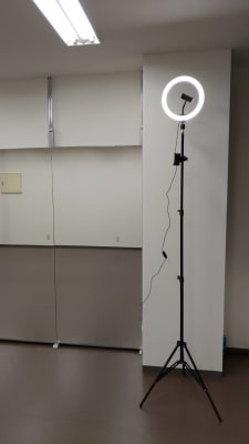動画撮影キット2m以上の高さから撮影可能です。 - ひのまるスタジオ天神北  (窓側)ヨガ・ピラティス特化型の設備の写真