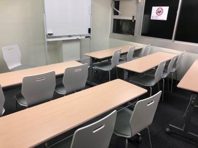 セミナーレイアウト - JK Room 虎ノ門 セミナー会議室の室内の写真
