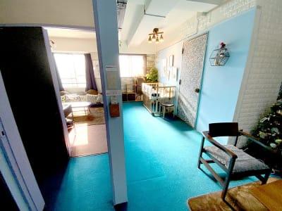 リビングanimo 2部屋ある多目的スペースの室内の写真
