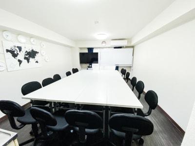 最大16名着席可能です。 推奨は12名です。 - H.R.S.O 大須多目的ルーム Heavenly大須多目的ルームの室内の写真