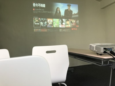 映画鑑賞レイアウト - JK Room 虎ノ門 セミナー会議室の室内の写真