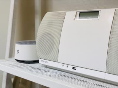 Bluetooth接続可能なCDプレイヤーと安眠サポートのためのホワイトノイズマシンがあります♪(無料) (レンタルサロンゆたか 整体、各種マッサージ、エステティック、ヒーリング、鍼灸、マツエク、セラピー、着付け)  - 横浜レンタルサロンゆたかの設備の写真