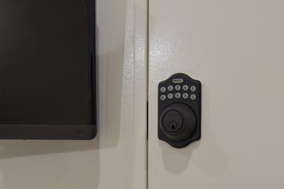 安全なリモートロック - OMO|オモ【三宮本通店】 【4席分|2デスク】貸し会議室1の設備の写真