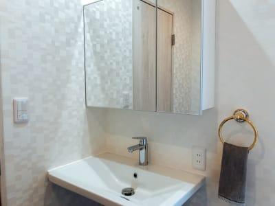 bliss space渋谷  パウダースペース  パウダールームにはゆったりとした洗面台と鏡があり、女性の方にも安心です。 - bliss space bliss space渋谷の室内の写真