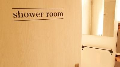 シャワールームも完備(+300円) - BEJORA SpaceSalonBEJORAの室内の写真