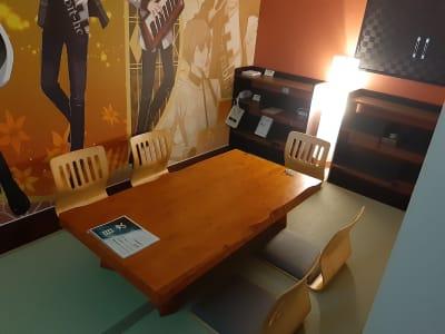 和とアニメの融合した、落ち着きある雰囲気のお部屋です! - ホテル近畿 ミニパーティルーム ミニパーティルームの室内の写真