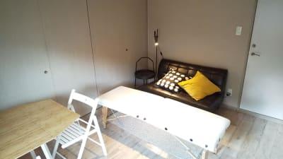玄関入ってすぐ右のA号室です - sima sima西宝町 レンタルサロン・ワークスペースの室内の写真