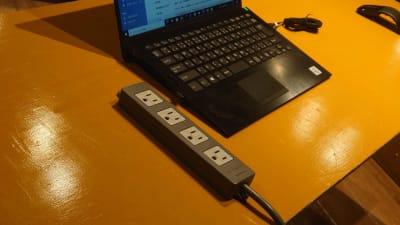 延長コードを常設しています。 - スタジオパックス 船橋店 テレワーク用の防音スペースの設備の写真