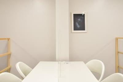 3Fブース - OMO|オモ【三宮本通店】 【4席分|2デスク】貸し会議室1の室内の写真