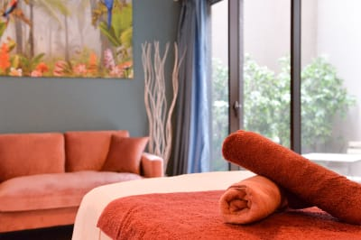 外光を贅沢に取り入れながら施術ができます - 楊梅桃李 / ようばいとうり レンタルサロン&スペースの室内の写真