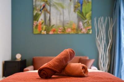 B1Fはベッドを2台同時使用できるのでペアルームとしてご利用できます - 楊梅桃李 / ようばいとうり レンタルサロン&スペースの室内の写真