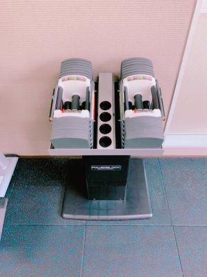 可変式ダンベル5〜40kg!3秒で重さ変更できるので、ドロップセットなどもできます。 - light Fitness LightFitnessの室内の写真
