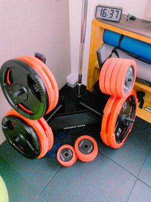 プレート合計170kgあるので、重量を扱いたい方でもお使いいただけます! - light Fitness LightFitnessの室内の写真