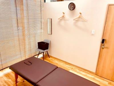 施術ベッド - CHALEUR MAISON ハイビスカスの室内の写真