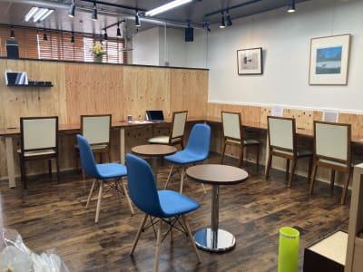 メインのカフェエリア - 高効率お仕事カフェ ココリッツ 無音空間の室内の写真