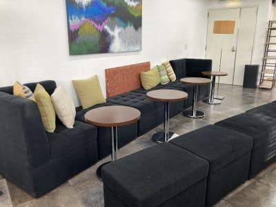 ソファーラウンジはゆったりと落ち着ける空間です。 - 高効率お仕事カフェ ココリッツ 無音空間の室内の写真