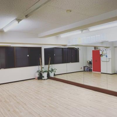 大型鏡完備✨レンタルスタジオ M レンタルスタジオ 貸しスタジオの室内の写真