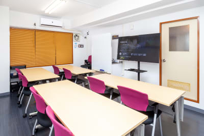 シェアベース上野 多目的会議室の室内の写真