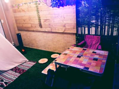 キャンプ場風コンセプトルームの室内の写真